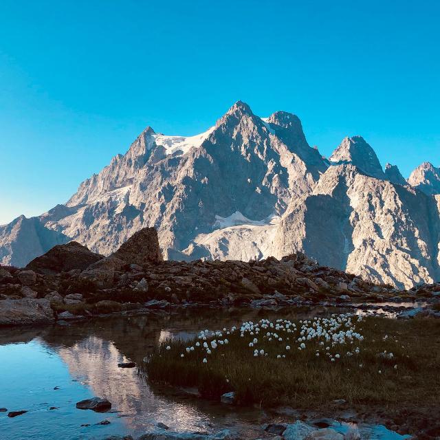 Lac de montagne et sommet autour de Névache dans la Vallée de la Clarée