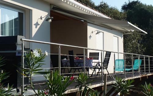 Location de vacances, photo de la terrasse de la maison à louer dans le goldfe de Liscia en Corse du sud