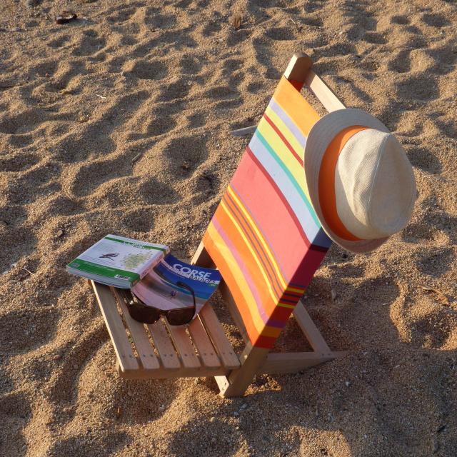 Photo de la plage proche de la maison à louer en Corse du sud dans le golfe de Liscia au coucher du soleil